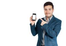 Hombre de negocios joven que señala su teléfono Imágenes de archivo libres de regalías