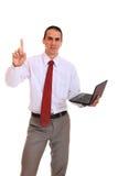Hombre de negocios joven que se coloca con la computadora portátil Foto de archivo libre de regalías