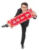 Hombre de negocios joven que sostiene un carrete de la enhorabuena foto de archivo