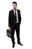 Hombre de negocios joven que sostiene una cartera Imagen de archivo libre de regalías