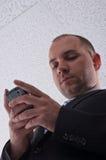 Hombre de negocios joven Texting Imágenes de archivo libres de regalías