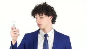 Hombre de negocios joven Typing Text en Smartphone metrajes