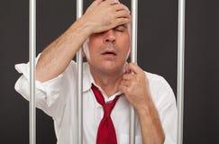 Hombre de negocios lamentable en la prisión Foto de archivo