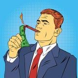 Hombre de negocios Lighting Cigar con el billete de dólar Hombre de negocios acertado Fotos de archivo libres de regalías