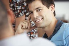 Hombre de negocios Listening To Colleague en la reunión imágenes de archivo libres de regalías