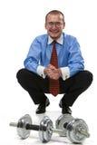 Hombre de negocios listo para levantar pesas de gimnasia Imagenes de archivo