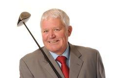Hombre de negocios maduro acertado con el club de golf Imagen de archivo libre de regalías
