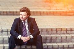 Hombre de negocios maduro hermoso al aire libre Imágenes de archivo libres de regalías