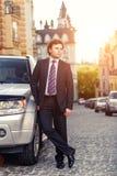 Hombre de negocios maduro hermoso al aire libre Fotografía de archivo libre de regalías