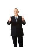 Hombre de negocios maduro que gesticula la muestra aceptable Imagen de archivo
