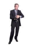 Hombre de negocios maduros que controla tiempo Imagen de archivo libre de regalías
