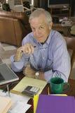 Hombre de negocios mayor imagenes de archivo