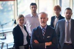 Hombre de negocios mayor con su equipo en la oficina Imagenes de archivo
