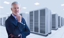 Hombre de negocios mayor en sitio del servidor Fotografía de archivo libre de regalías