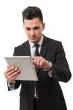 Hombre de negocios moderno que comprueba el suyo tableta Fotos de archivo libres de regalías