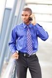 Hombre de negocios negro en el teléfono Fotografía de archivo libre de regalías