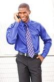 Hombre de negocios negro en el teléfono Imágenes de archivo libres de regalías