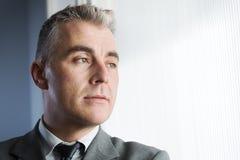 Hombre de negocios pensativo Looking Away Imágenes de archivo libres de regalías