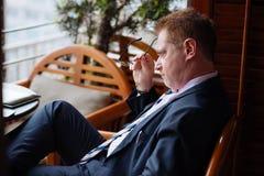 Hombre de negocios pensativo subrayado Foto de archivo