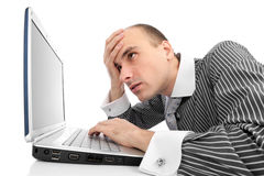 Hombre de negocios preocupante con el ordenador Imágenes de archivo libres de regalías