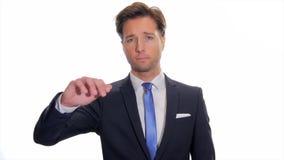 Hombre de negocios preocupante que gesticula los pulgares-abajo almacen de metraje de vídeo