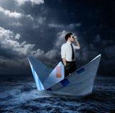 Hombre de negocios que busca oportunidades Imagen de archivo libre de regalías