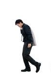 Hombre de negocios que camina en la acción del fracaso en el fondo blanco Fotografía de archivo