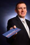 Hombre de negocios que celebra un documento de embarque Imágenes de archivo libres de regalías