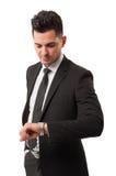 Hombre de negocios que comprueba el suyo reloj Foto de archivo libre de regalías