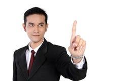 Hombre de negocios que destaca el finger en el copyspace, aislado en blanco Imagenes de archivo