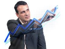 Hombre de negocios que drena el gráfico virtual Fotos de archivo