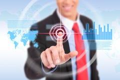 Hombre de negocios que empuja el gráfico para el mercado de acción comercial Foto de archivo libre de regalías