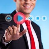 Hombre de negocios que empuja un botón del juego Imagen de archivo libre de regalías