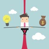 Hombre de negocios que equilibra en la cuerda con ideas y dinero Imagen de archivo libre de regalías