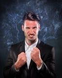 Hombre de negocios que fuma con cólera Fotos de archivo