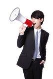 Hombre de negocios que grita en alta voz en un megáfono Fotos de archivo