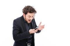 Hombre de negocios que grita en el teléfono Imágenes de archivo libres de regalías