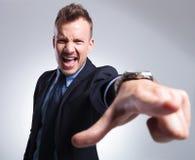 Hombre de negocios que grita en usted Imagenes de archivo