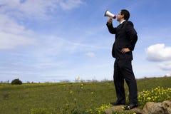 Hombre de negocios que habla con un megáfono Imagenes de archivo
