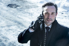 Hombre de negocios que habla en el teléfono, día Foto de archivo