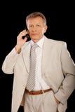 Hombre de negocios que habla sobre móvil Imagen de archivo libre de regalías