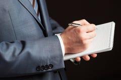 Hombre de negocios que hace notas Imagen de archivo