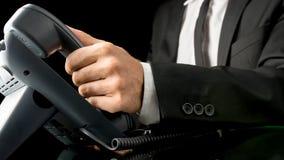 Hombre de negocios que hace una llamada telefónica Imágenes de archivo libres de regalías