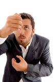 Hombre de negocios que intenta sostenerse Imagen de archivo libre de regalías