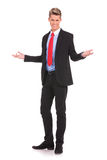 Hombre de negocios que le acoge con satisfacción Fotografía de archivo libre de regalías