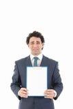 Hombre de negocios que lleva a cabo al tablero de mensajes blanco en blanco con expressio triste Fotos de archivo