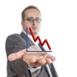 Hombre de negocios que lleva a cabo el gráfico común Fotos de archivo