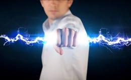Hombre de negocios que lleva a cabo el perno ligero de la electricidad en sus manos Fotografía de archivo