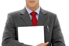 Hombre de negocios que lleva a cabo a la tarjeta blanca Imagen de archivo libre de regalías