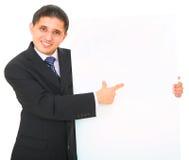Hombre de negocios que lleva a cabo a la tarjeta blanca Fotos de archivo libres de regalías